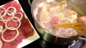 Đam Mê Ẩm Thực Sau-khi-nước-sôi-nhúng-bò-cho-đến-khi-chín.-Dùng-kèm-với-Bánh-tráng-các-loại-rau-củ-Mắm-nêm-hoặc-Mắm-chanh-tỏi-ớt-và-thêm-vài-cốc-bia2