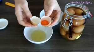 Đam Mê Ẩm Thực Tách-lòng-đỏ-Trứng-Muối-và-cho-vào-bát-dammeamthuc.com_