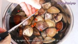 Đam Mê Ẩm Thực Thêm-Ớt-cắt-lát-và-ngâm-trong-1-tiếng-để-Nghêu-Ngao-nhả-bớt-cát