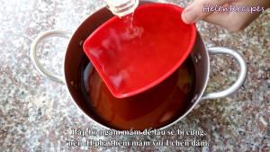 Đam Mê Ẩm Thực Thêm-1-cup-Dấm-và-khuấy-đều-tránh-để-thịt-bò-ngâm-lâu-bị-cứng