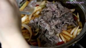 Đam Mê Ẩm Thực Thêm-Cà-chua-Thịt-bò-vào-lại-và-xào-trong-1-2-phút3