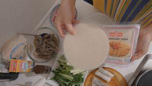 Đam Mê Ẩm Thực Bánh-tráng-nhúng-qua-nước-và-trải-đều-dammeamthuc.com_