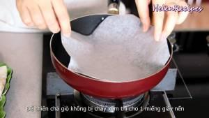 Đam Mê Ẩm Thực Cho-Dầu-ăn-vào-chảo-đã-lót-sẵn-giấy-nến-dammeamthuc.com_