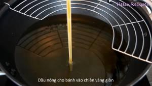 Đam Mê Ẩm Thực Cho-Dầu-ăn-vào-chảo-lớn-và-đun-nóng-già-dammeamthuc.com_