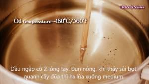 Đam Mê Ẩm Thực Cho-Dầu-ăn-vào-nồi-và-đun-nóng-già-với-lửa-vừa-dammeamthuc.com_