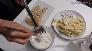 Đam Mê Ẩm Thực Cho-khoai-dừa-cắt-lát-chuối-nhúng-vào-bột-dammeamthuc.com_
