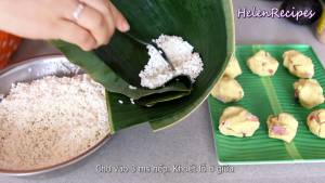 Đam Mê Ẩm Thực Gấp-lá-thành-phễu-cho-3-tbsp-Gạo-Nếp-rồi-gạt-lỗ-nhỏ-ở-giữa2-dammeamthuc.com_