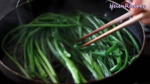 Đam Mê Ẩm Thực Hành-lá-rửa-sạch-cho-vào-nồi-nước-sôi-trần-trong-30-giây3-dammeamthuc.com_