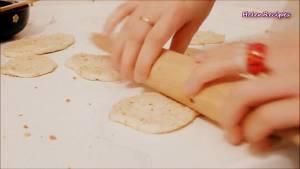 Đam Mê Ẩm Thực Sau-20-phút-cán-bột-thành-từng-miếng-dày-cỡ-0.5cm2-dammeamthuc.com_