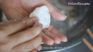 Đam Mê Ẩm Thực Sau-30-phút-thoa-chút-dầu-ăn-lên-tay-thêm-bột-cỡ-1-tbsp4-dammeamthuc.com_