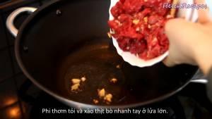 Đam Mê Ẩm Thực Sau-khi-Dầu-ăn-đã-lớn-cho-Tỏi-trong-bát-ướp-thịt-bò2-dammeamthuc.com_