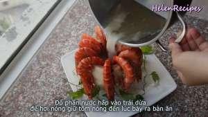 Đam Mê Ẩm Thực Sau-khi-Tôm-chín-trang-trí-Tôm-xung-quanh-miệng-quả-Dừa3-dammeamthuc.com_