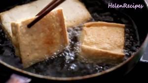 Đam Mê Ẩm Thực Thêm-từng-miếng-Đậu-phụ-vào-chiên-ngập-dầu2-dammeamthuc.com_
