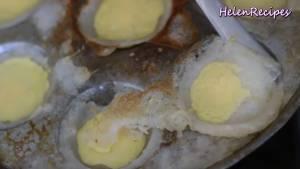 Đam Mê Ẩm Thực Thoa-chút-Dầu-ăn-vào-từng-lỗ-khuôn6-dammeamthuc.com_