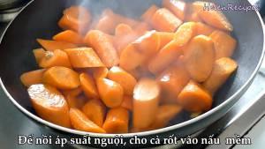 Đam Mê Ẩm Thực Cho-Cà-Rốt-vào-chảo-xào4-dammeamthuc.com_