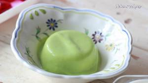 Đam Mê Ẩm Thực Cho-Pudding-Bơ-vào-giữa-bát-sắp-từng-viên-Thạch-la-lê-trang-trí4-dammeamthuc.com_