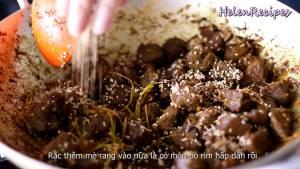 Đam Mê Ẩm Thực Cho-Thịt-Bò-đã-ướp-vào-chảo-và-đảo-đều4-dammeamthuc.com_