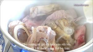 Đam Mê Ẩm Thực Cho-Xương-Bò-Giò-Heo-thịt-Bắp-Bò-5-lít-Nước-vào-nồi-lớn-dammeamthuc.com_