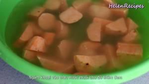 Đam Mê Ẩm Thực Khoai-Lang-loại-bỏ-vỏ-cắt-miếng-vừa-ăn-rồi-cho-vào-ngâm-nước-Muối4-dammeamthuc.com_