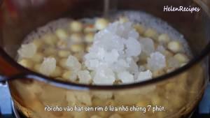 Đam Mê Ẩm Thực Sau-khi-hạt-sen-đã-mềm-cho-200g-Đường-phèn-vào-bao-nilon3-dammeamthuc.com_